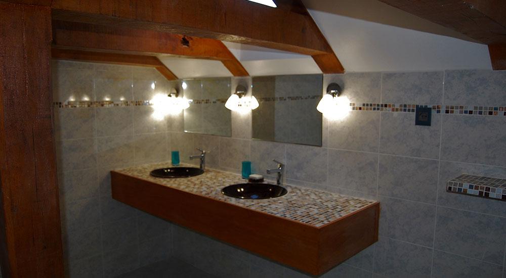 chambre d 39 h tes margot vue salle de bain ch teau de la servayrie chambres d 39 h tes pr s de. Black Bedroom Furniture Sets. Home Design Ideas